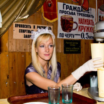 бармен из 70-х