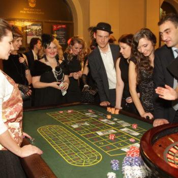 гости зарабатывают деньги на аукцион