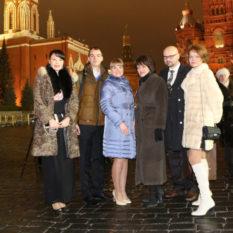 фото на память у стен Кремля