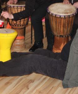 всем по барабану на тимбилдинг в офисе