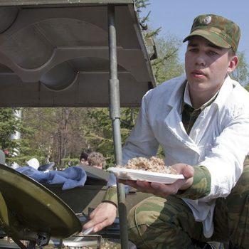 обед из полевой кухни