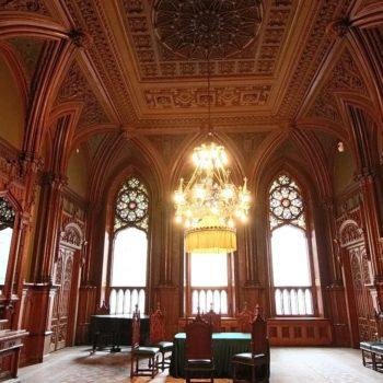 зал в готическом стиле